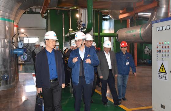 市政协副主席丁毅一行到市热力公司隔压换热站进行调研指导